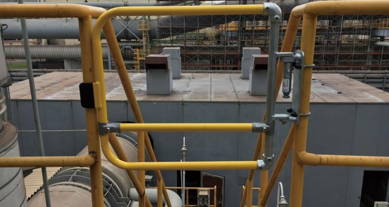 自闭式安全门在化工行业的应用
